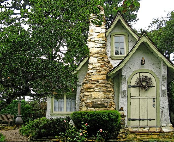 Hansel Doll House